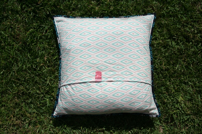 Envelope closing on cushion